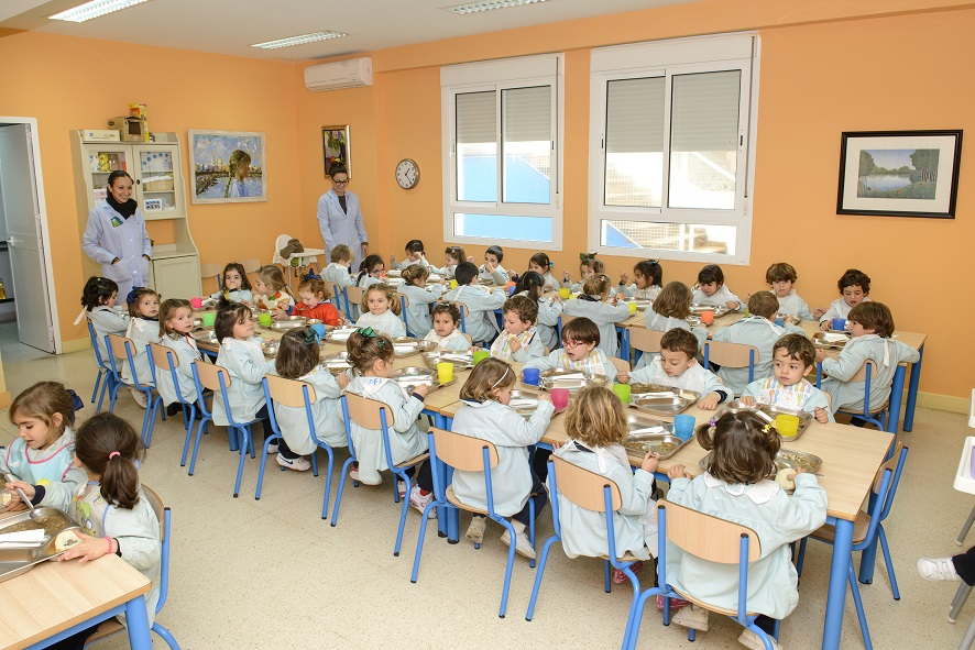 Comedor escolar. Elimina los ruidos sin obra. Fácil y económico